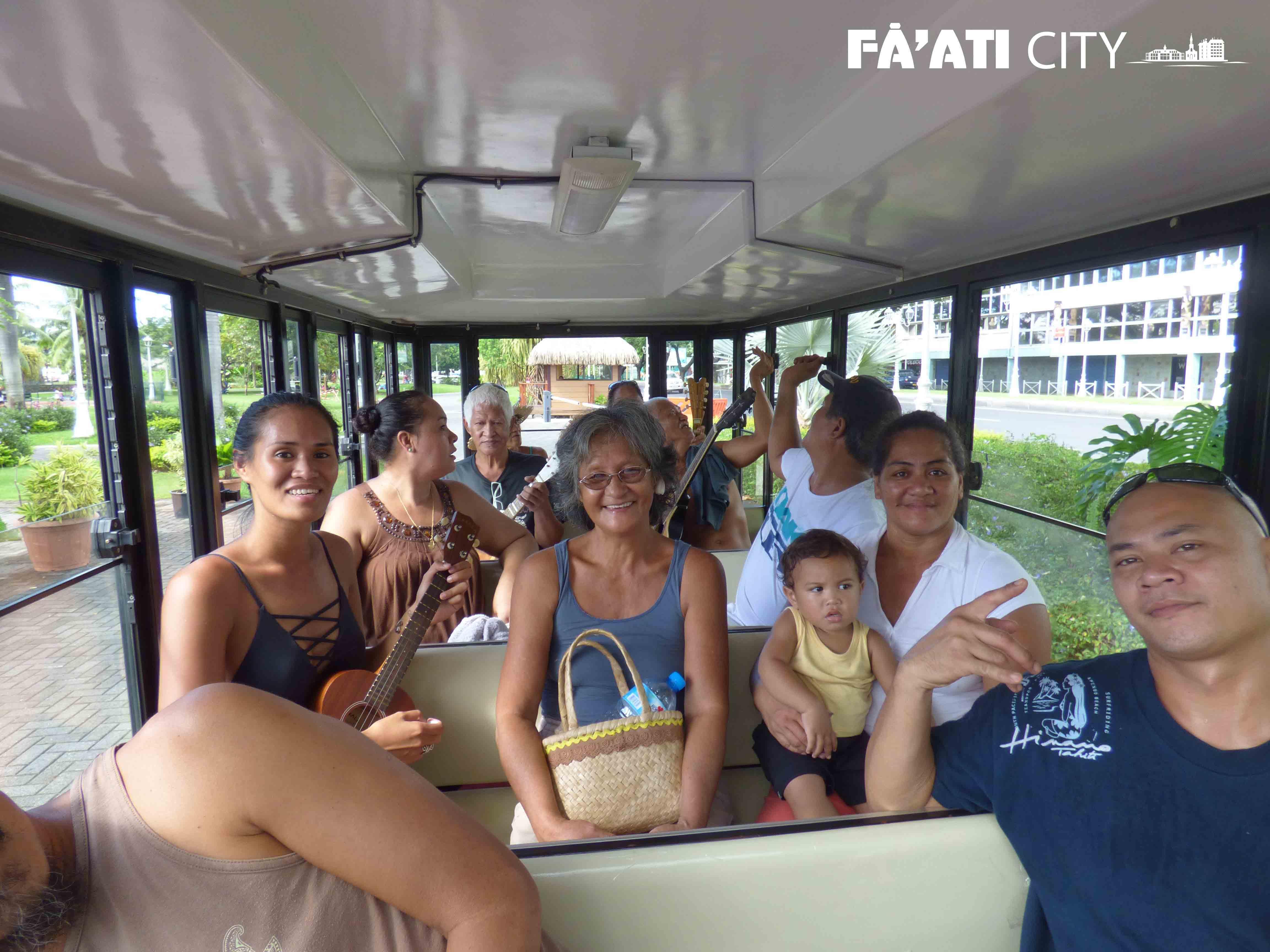 Tour privé de Papeete. Profitez du petit train pour parcourir en musique la ville.