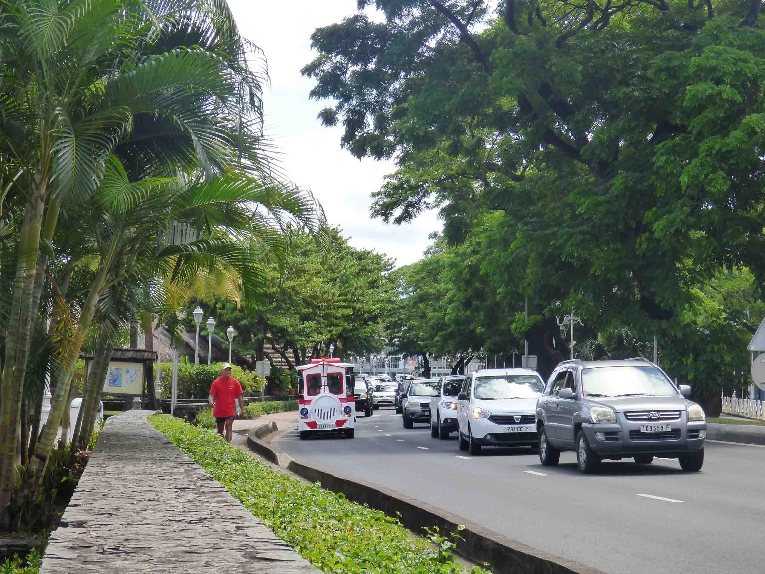 Excursion Papeete. Le parcours passe dans différents quartiers de Papeete.