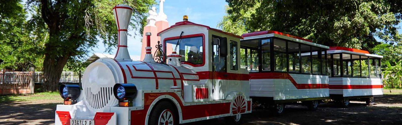 Le petit train à l'Archevêché de Papeete.